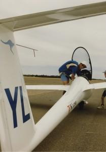 Brad Edwards preparing his glider